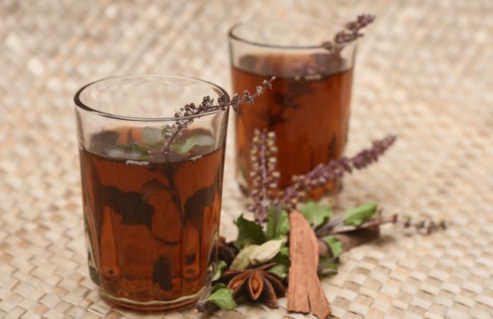 हल्दी-तुलसी की चाय आपकी प्रतिरक्षा को स्वाभाविक रूप से पुनर्जीवित करने में मदद कर सकती है