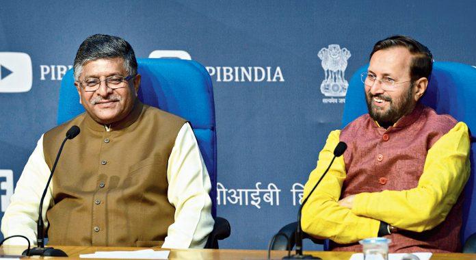 फेरबदल से पहले केंद्रीय मंत्री रविशंकर प्रसाद व प्रकाश जावड़ेकर ने दिया इस्तीफा